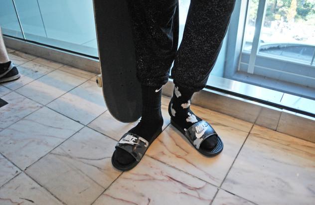 de ahora en adelante batalla Curiosidad  Se puede patinar en chanclas Nike? - JENKEM Mag | elpatin.com